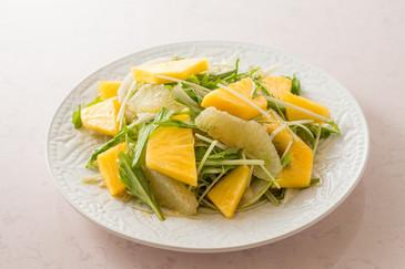 パイナップルとグレープフルーツのサラダ