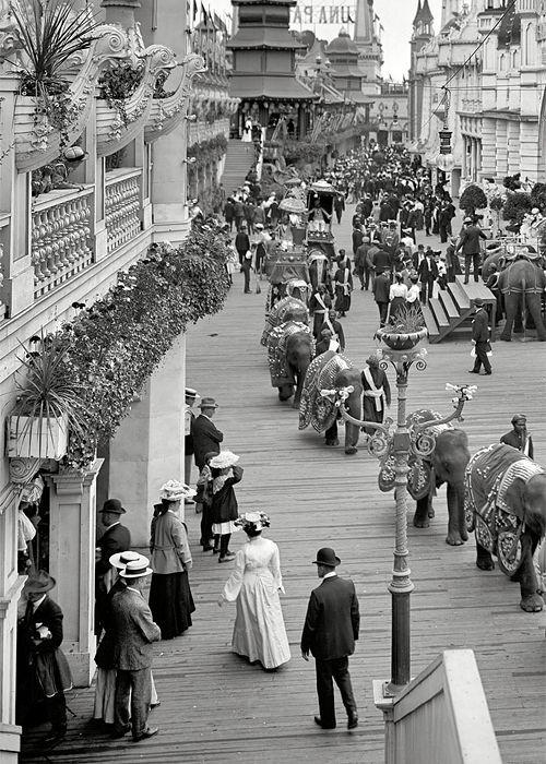 Parata di elefanti al Luna Park di Coney Island