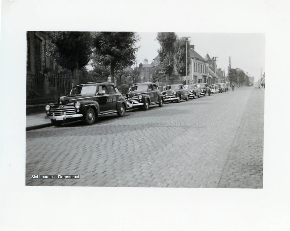 Sint-Laureins - Dorpstraat (2).jpg