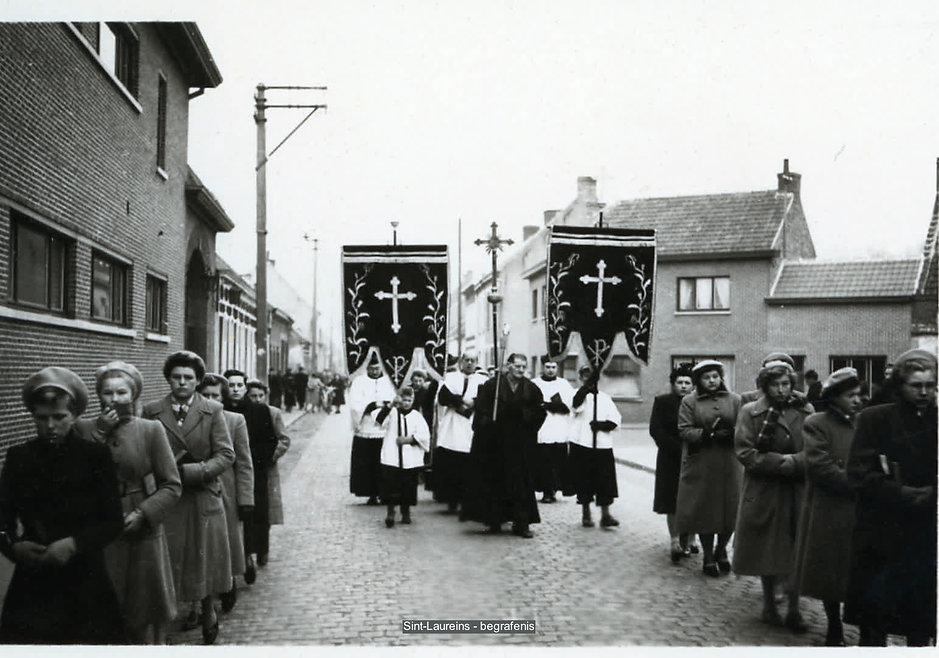 Sint-Laureins - begrafenis bewerkt.jpg