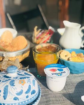 Iogurte e suco de laranja