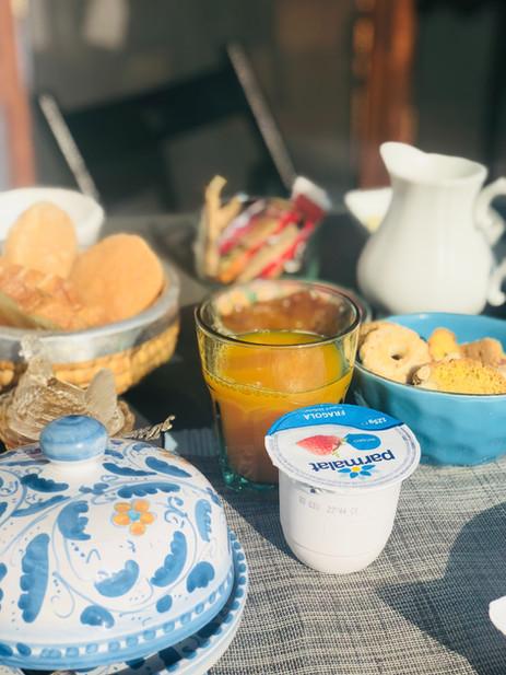 Yoghurt en sinaasappelsap