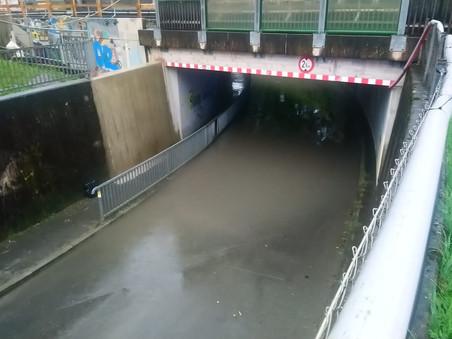 E41 - t1, Altach - Riedstrasse, Bahnunterführung ca. 30 cm unter Wasser