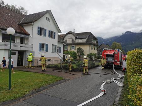 E42 - f3, Altach - Kopfstrasse - ZIMMERBRAND > Trockner/Waschmaschine brennt