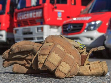E47- f2 Altach, Bahnstrasse - Höhe Tischlerei Ender > Kanister brennt > unbekannter Inhalt