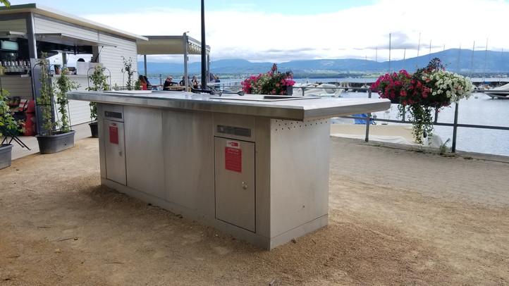 Grill sans fumée à usage public, plage de Céligny / Rauchfreiergrill am Genfersee