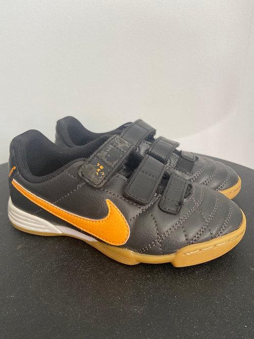 Nike saaliputsad, 28