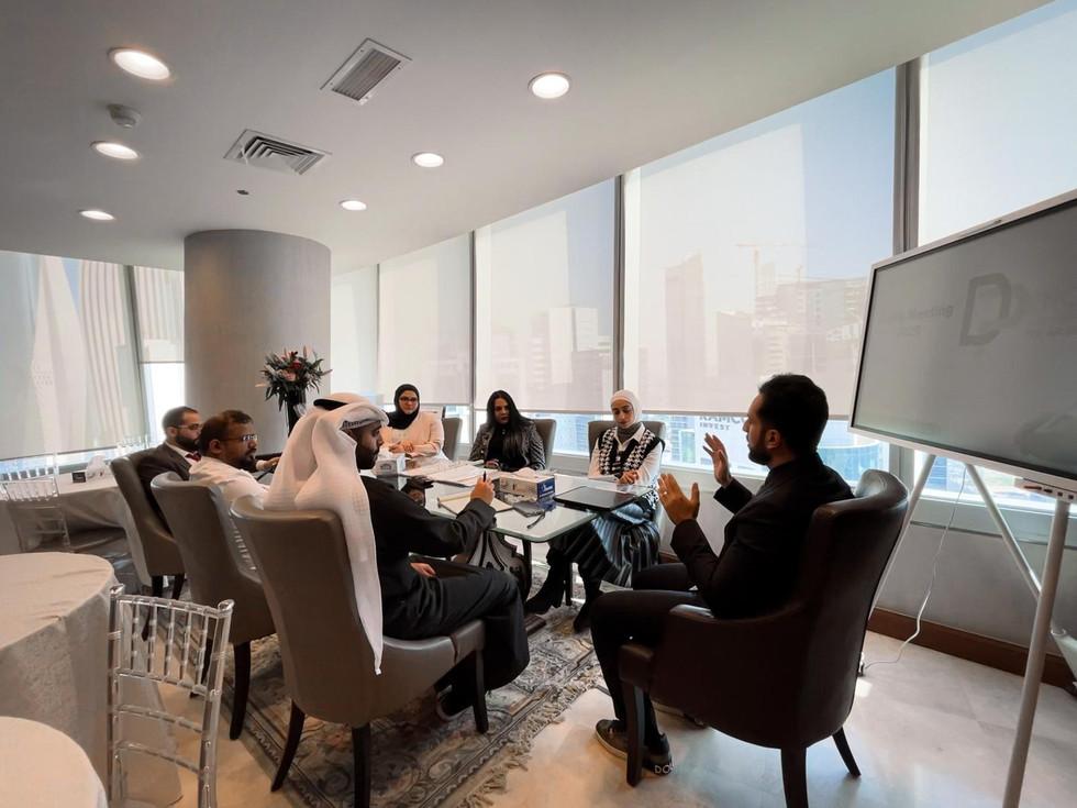 التنسيق بين رؤساء الاقسام والاداريين مهم لضمان السير على الخطة وتحقيق الاهداف