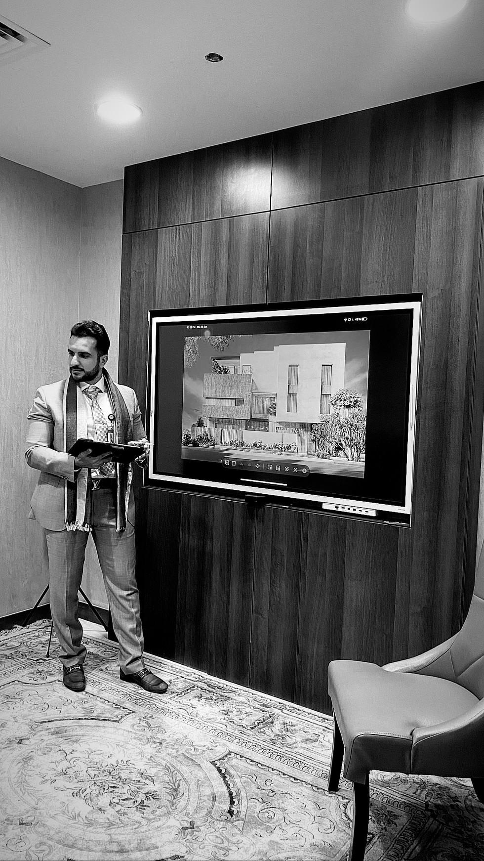المهندس حسين واجتماع حول التصميم الخارجي