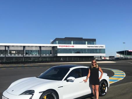 """""""The Incredible Taycan Turbo S""""... Porsche mise sur le marché de l'électrique et c'est """"So chic"""" !"""