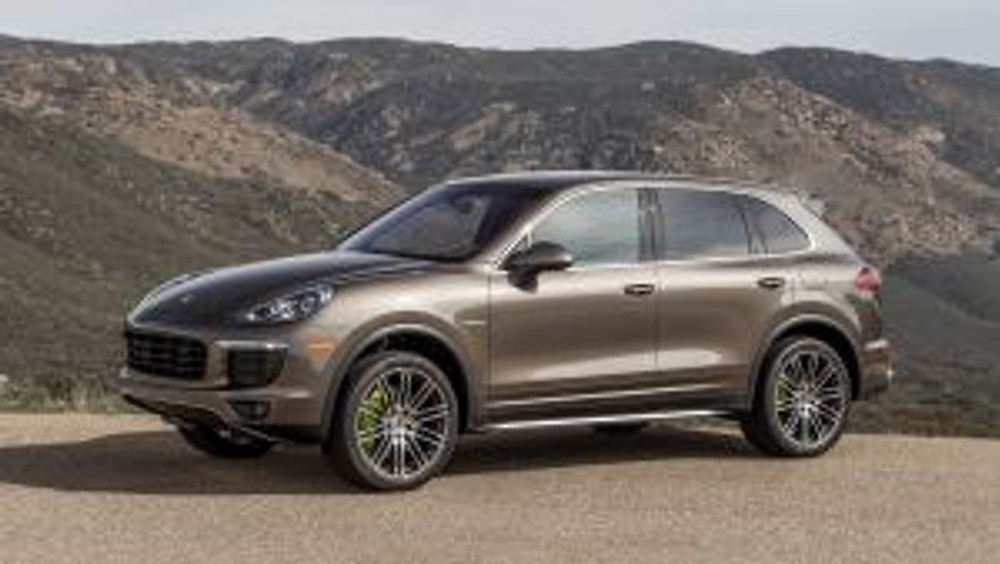 Porsche Cayenne Plug-in: Fast and family friendly