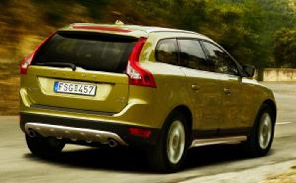 10 Volvo XC-60 - rear profile