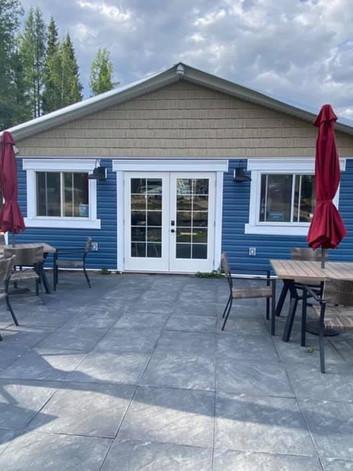 Lakeside Lounge