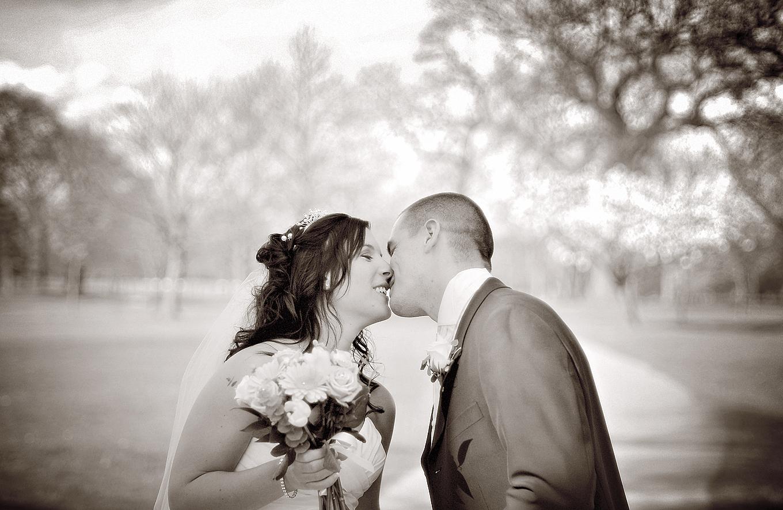 Bride, groom, kiss, Mere Golf