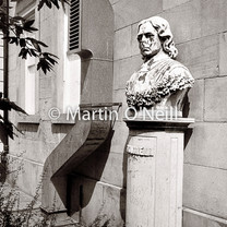 A statue and an air vent!