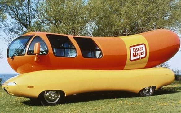 ORG XMIT: S0395649123_STAFF Kraft Foods Oscar Mayer Wienermobile. 02152005xBIZ