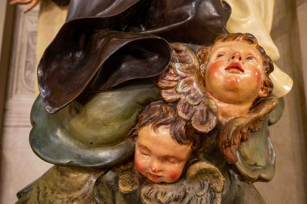 Cherubs/Winged angel heads carrying Saint Mary at Chiesa San Martino in Bologna
