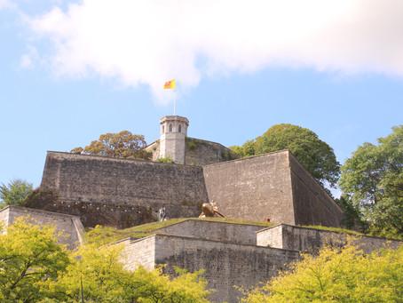 Namur, sa forteresse, sa tortue et ses boulets !