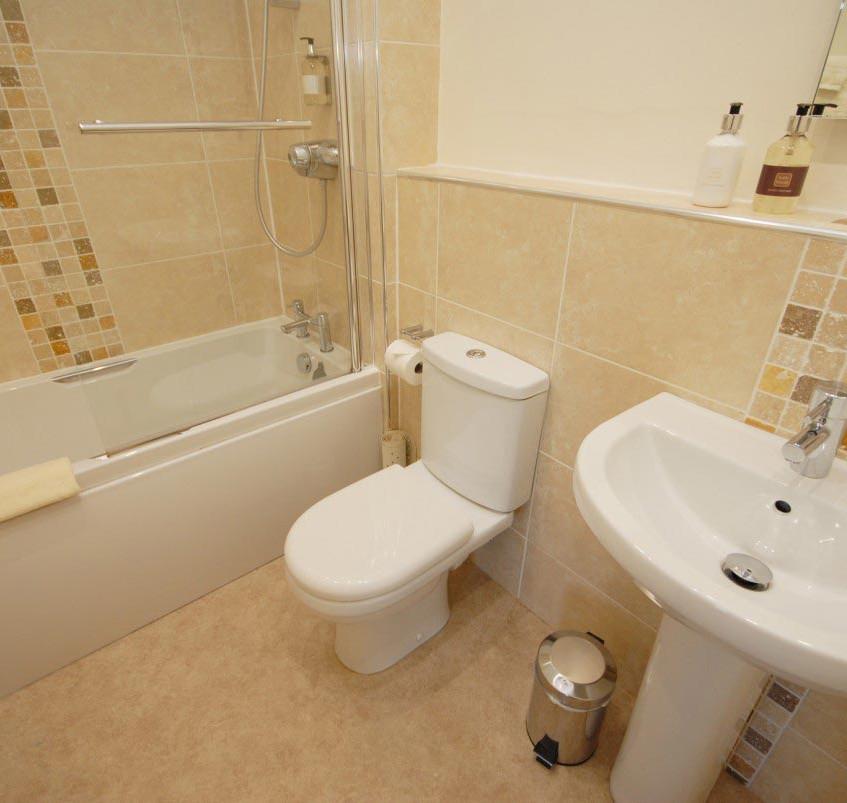 Rm4_Bathroom3
