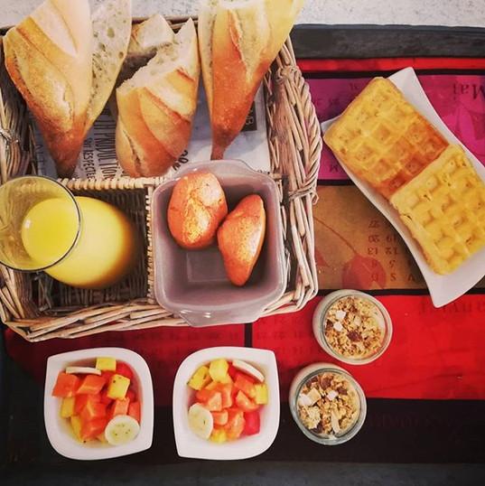 Yummy petit-déjeuner en terrasse à La Vi