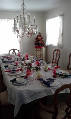 Christmas in July Table w/Favors 1