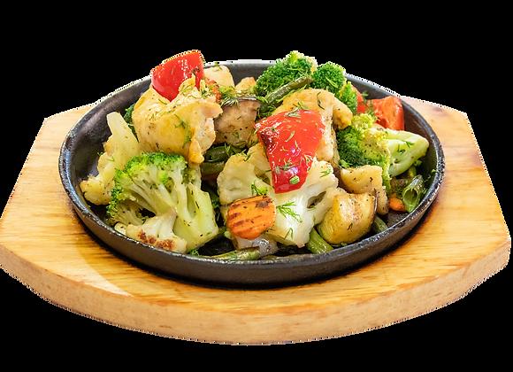 Сковорода с цыпленком, овощами и сладким перцем