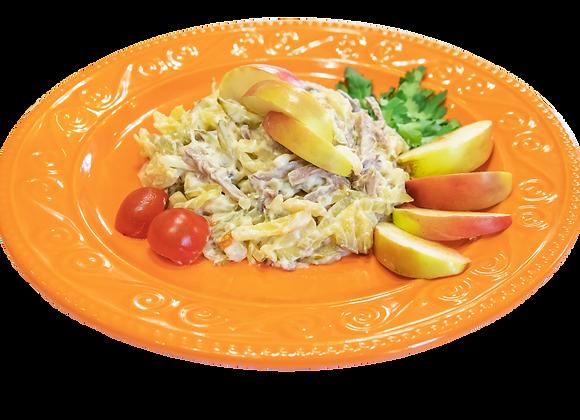 Салат с говяжьим языком, печеным картофелем и маринованными огурцами