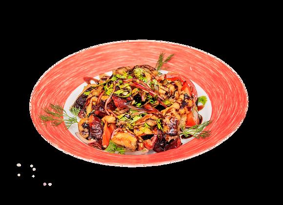 Салат с жареными овощами и шампиньонами