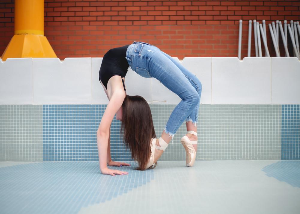 dancer in bridge en pointe
