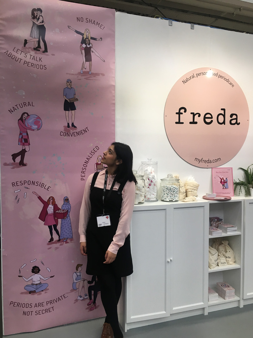 Stylist Live stand design for Freda
