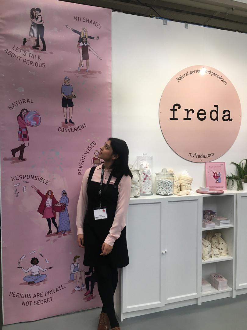 Stylist Live stand design for Freda