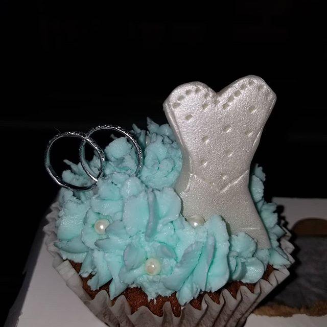Bride's cupcake