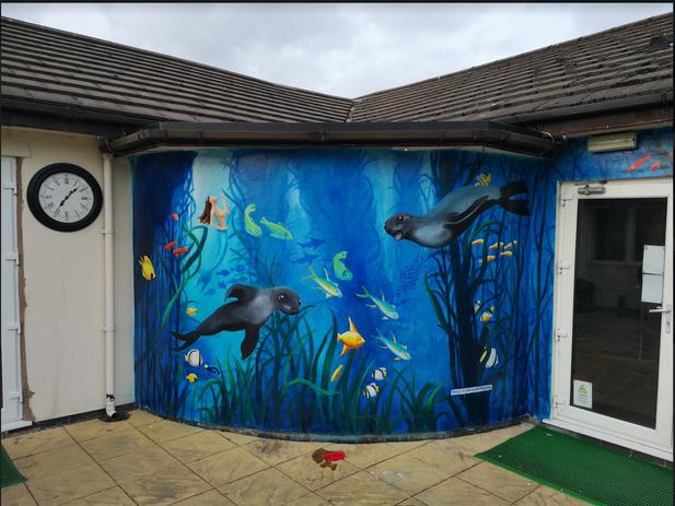 Paul Curtis' underwater seals mural, Liv