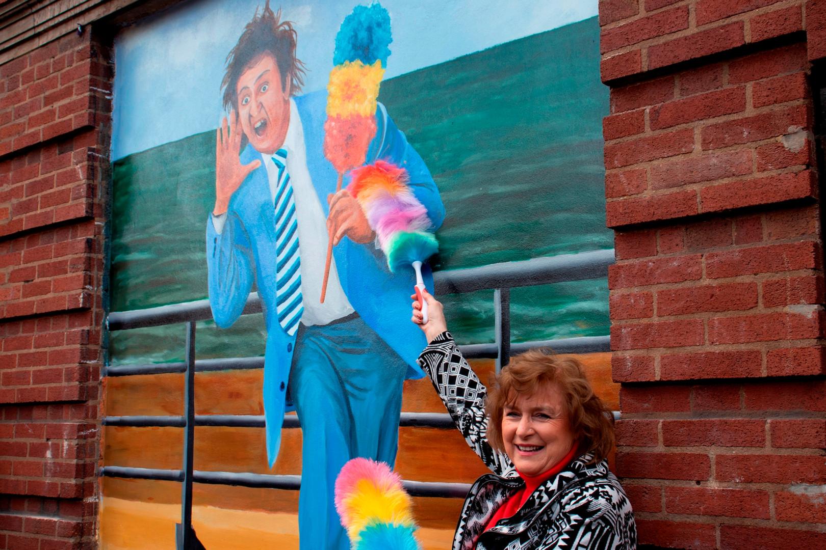 Ken Dodd Mural Unveiling 5  Lady Anne Do