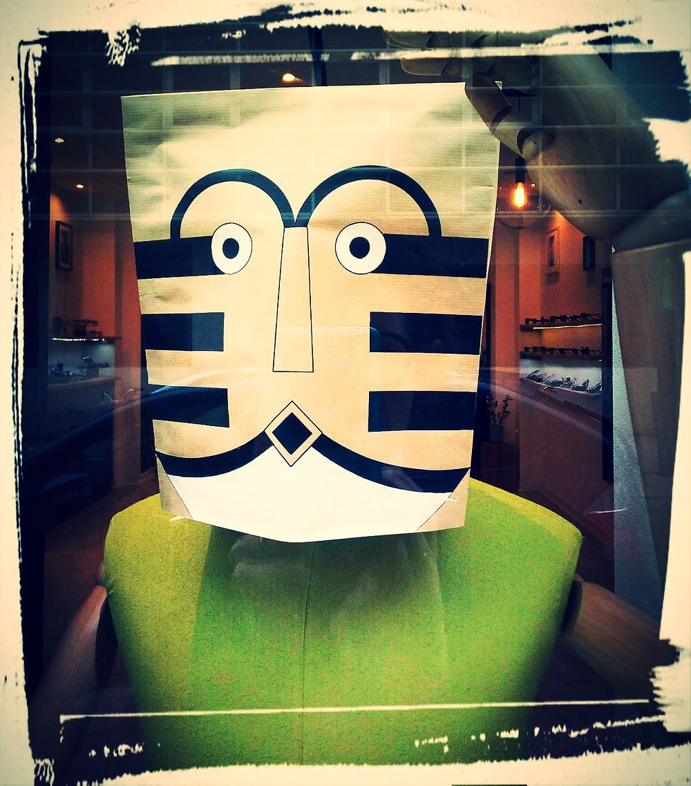 Masque 2 peint pour Besicles opticien par Nathalie Guesdon illustratrice
