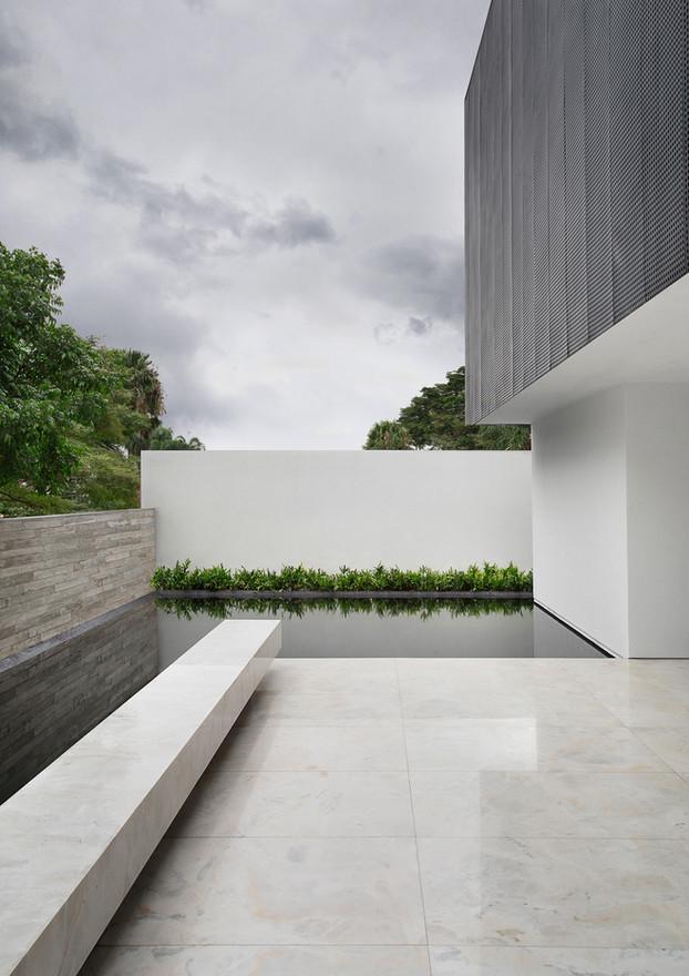 V2 HOUSE