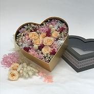 2021_dried flowers in heart box (7).JPG