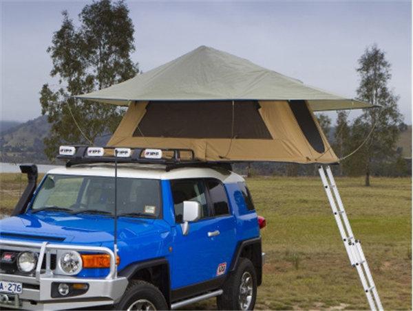خيمة الرحلات على ظهر السيارة