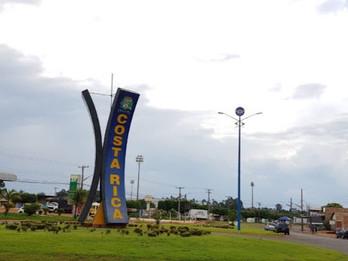 Instalação de iluminação em praça e rua de Costa Rica é indicada por vereadores