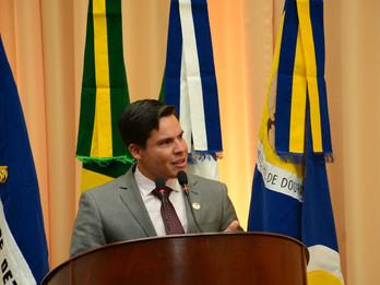 Dr. Diogo Castilho homenageia profissionais da saúde que atuam no combate a Covid-19