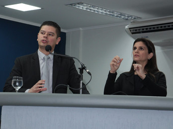 Vereadores discutem leis para ampliar presença de intérprete de Libras, com prioridade para UPAs