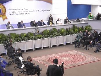 Por unanimidade, vereadores confirmam Carlão na presidência