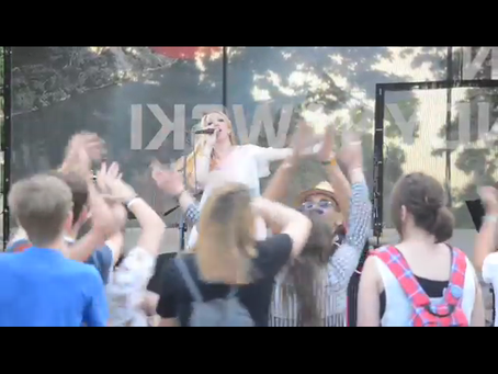 Video: #DancingQueen – Alex Hummingson