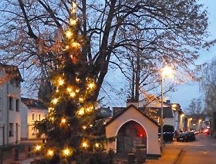 Weihnachtsbaum_Dorfplatz_2020.jpg