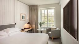 Hyatt-Regency-Chantilly-P011-Kingroom-Club-Access-TV.16x9.jpg