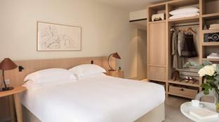 Hyatt-Regency-Chantilly-P007-Kingroom-King-Bed.16x9.jpg