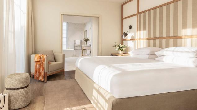 Hyatt-Regency-Chantilly-P100-Royal-Garden-Suite-Bedroom.16x9.jpg