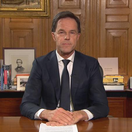 """""""Rutte verschuilt zich achter experts"""""""