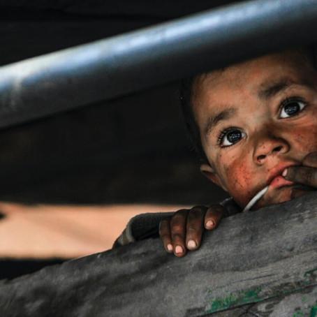 De duistere realiteit van weeshuistoerisme