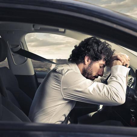 Met slaaptekort achter het stuur is vaak gevaarlijker dan rijden met alcohol